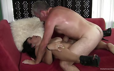 Fast action give the pussy for the mature woman with saggy naturals