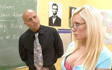 Good student Angelina Ashe turned to be nasty and edacious bitch