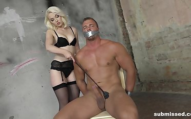 Predestined up muscular guy gets his dick tortured hard by beauteous Lovita Fate