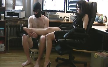 Tushie back footjob to slave (no CS)
