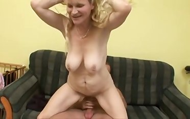 Fit together Blond Mommy Had Intercourse On The Couch