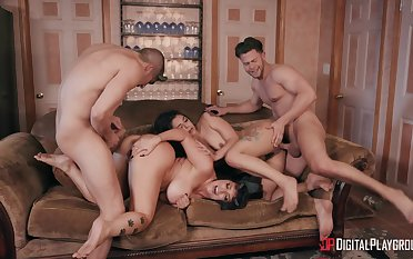 Foursome in extreme modes back amuse the slutty wives