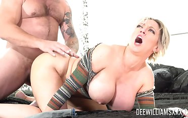 Husband loves fucking his pornstar wed Dee Williams in the livingroom