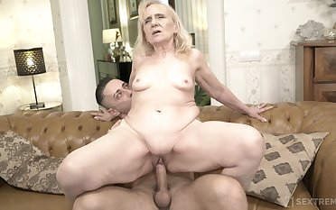 Obtuse bottomed GILF fucks a man that's younger than her