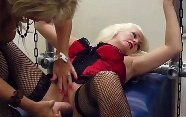 Grown up british pussylicking lesbian in lingerie