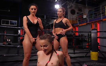 Fit gals with banging booties start a cat fight and belongings turn sexual