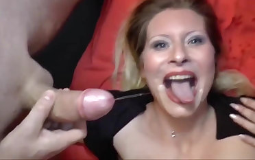 Deutsch milf with a perfect body is get-at-able almost become a pornstar!