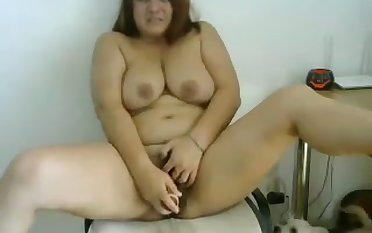 This BBW prostitute looks so dazzling and she loves to masturbate exceeding webcam