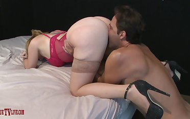 Big-boned bespectacled babe Kiki Daire gets her big pussy stuffed full