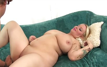 Hot and dispirited BBWs enjoy their chubby pussies getting licked good