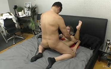Mexican damsel Mia Linz dumps and rails firm man meat like a sex-crazy breezy